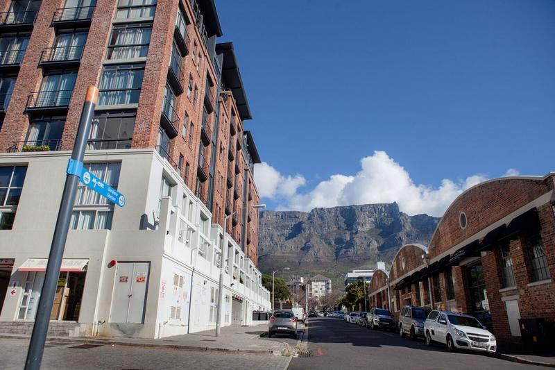 Property For Sale in Gardens, Cape Town 12